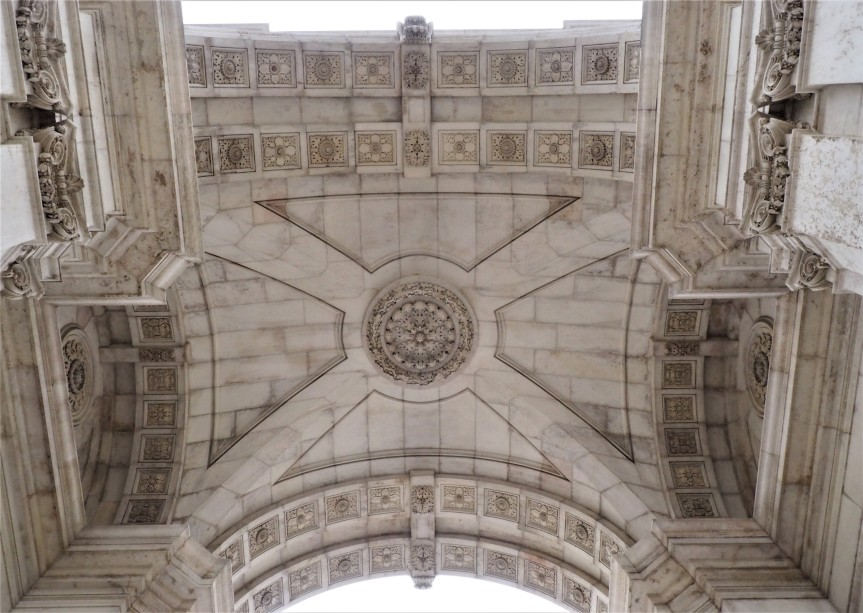 """LISBON in PHOTOS and a """"bite"""" ofHISTORY."""