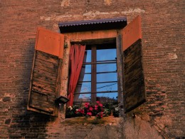 Going to Bologna? Find this Window :-)